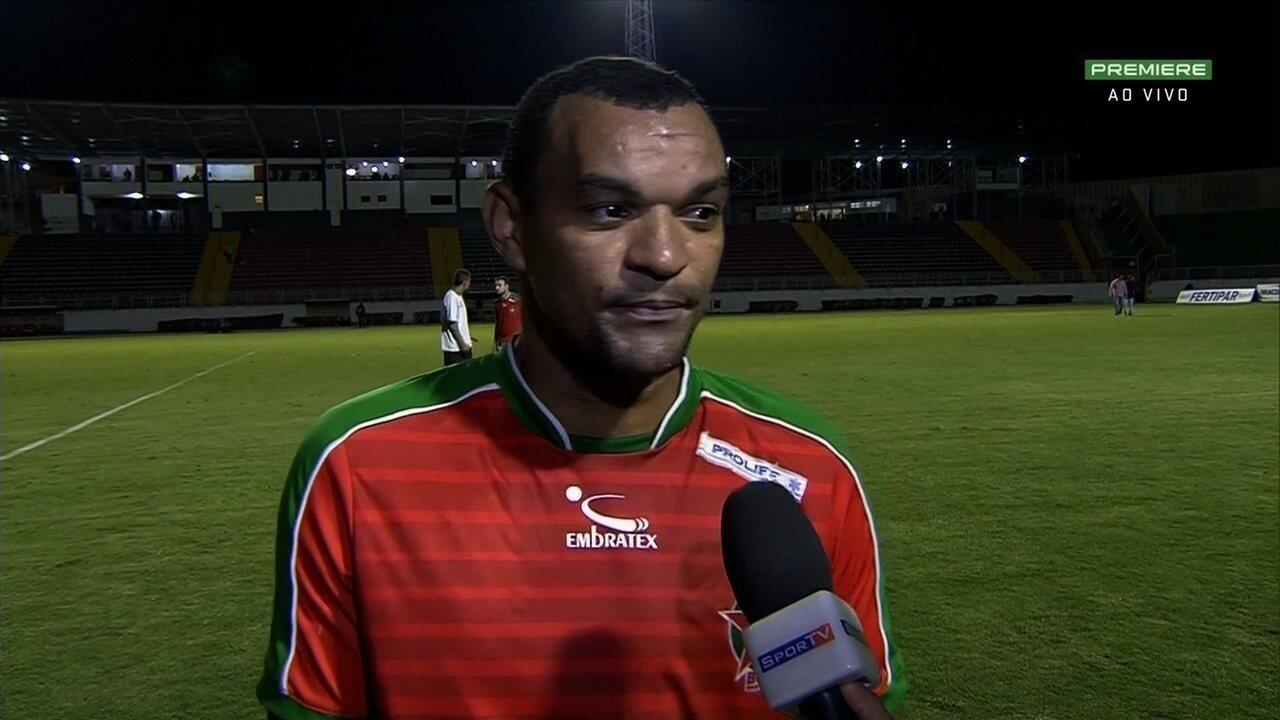 Diones comemora gol e vitória do Boa Esporte sobre o Goiás