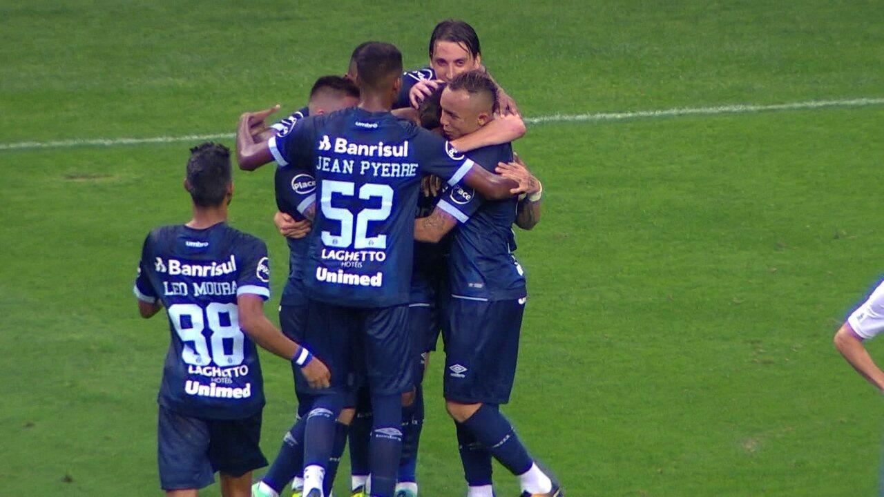 Beto Silva aproveita cruzamento e marca primeiro gol pelo Grêmio