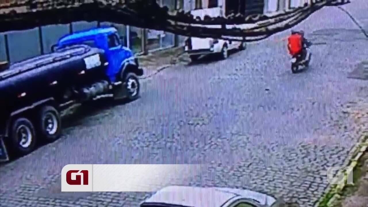 Câmera de segurança registra assalto em rua do bairro Petrópolis, em Caruaru