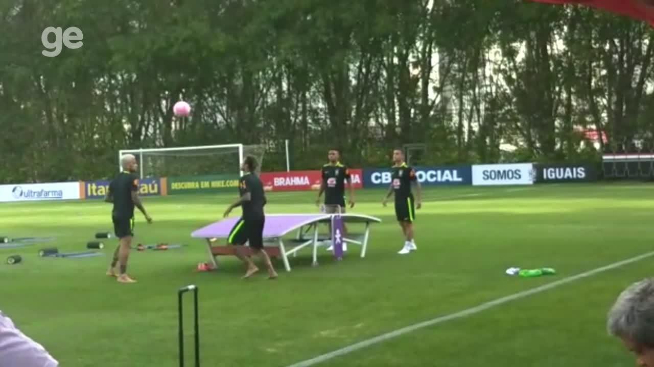 Resultado de imagem para Neymar, Daniel Alves, Coutinho e Gabriel Jesus dão show no futmesa