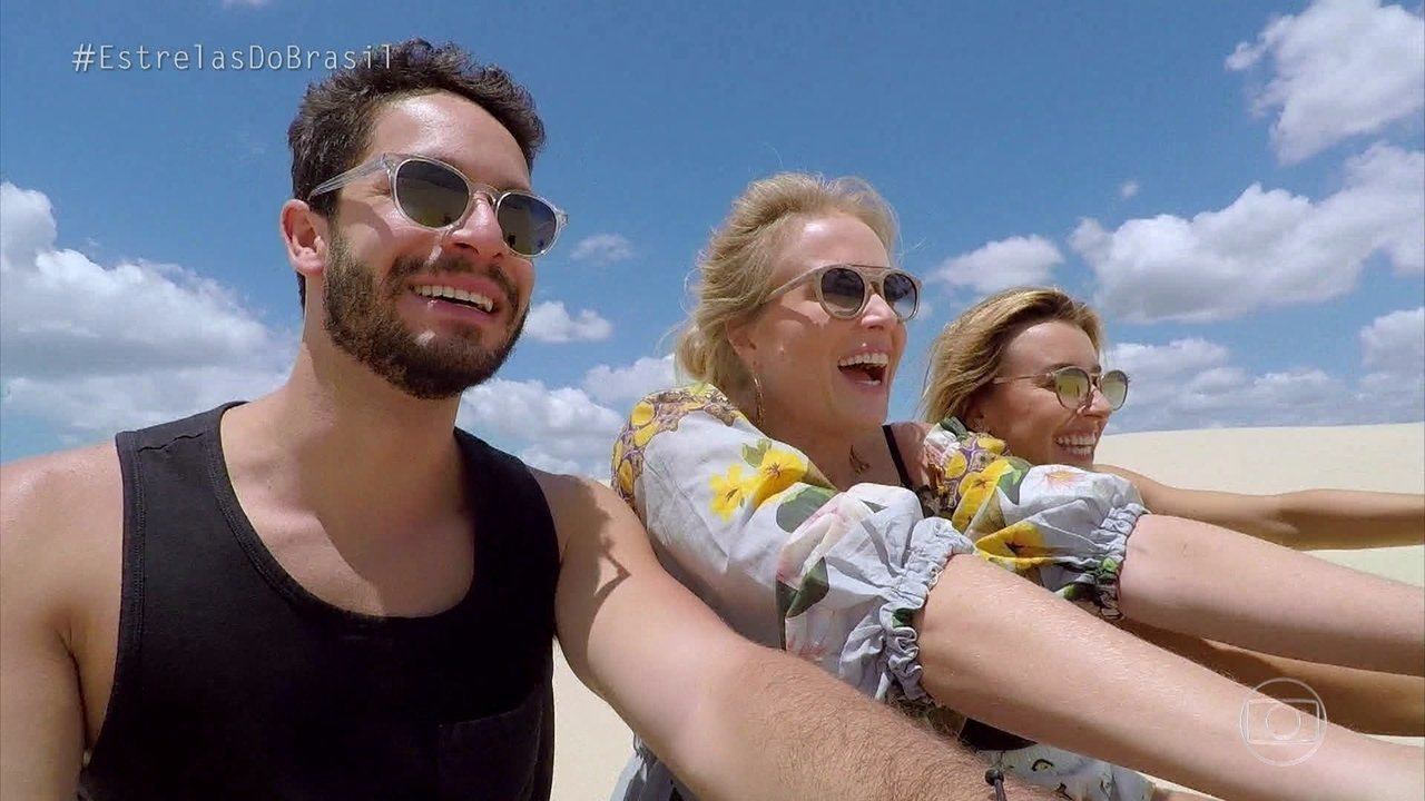 Angélica, Rainer Cadete e Cris Dias se divertem nas dunas de Cumbuco