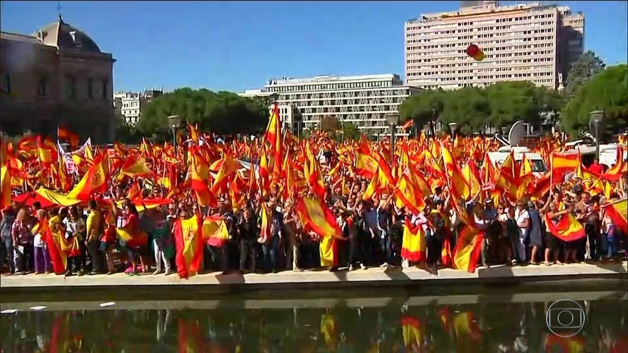 Milhares de pessoas saem às ruas para pedir diálogo entre Espanha e Catalunha