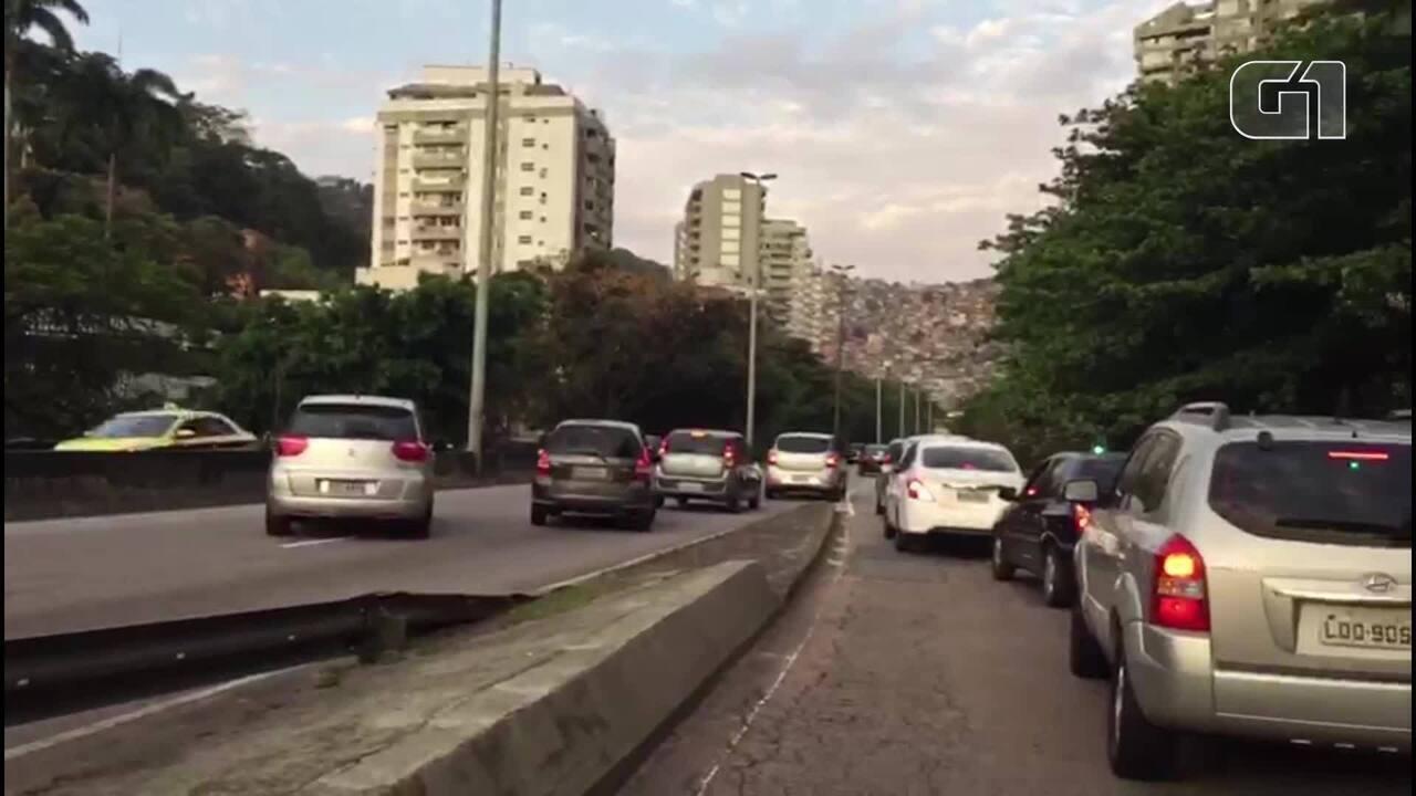 Vídeo mostra carros dando ré na Autoestrada Lagoa-Barra, perto da Rocinha