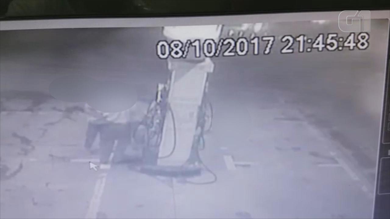 Imagens mostram jovens comprando gasolina antes de incêndio em casa em Capela de Santana