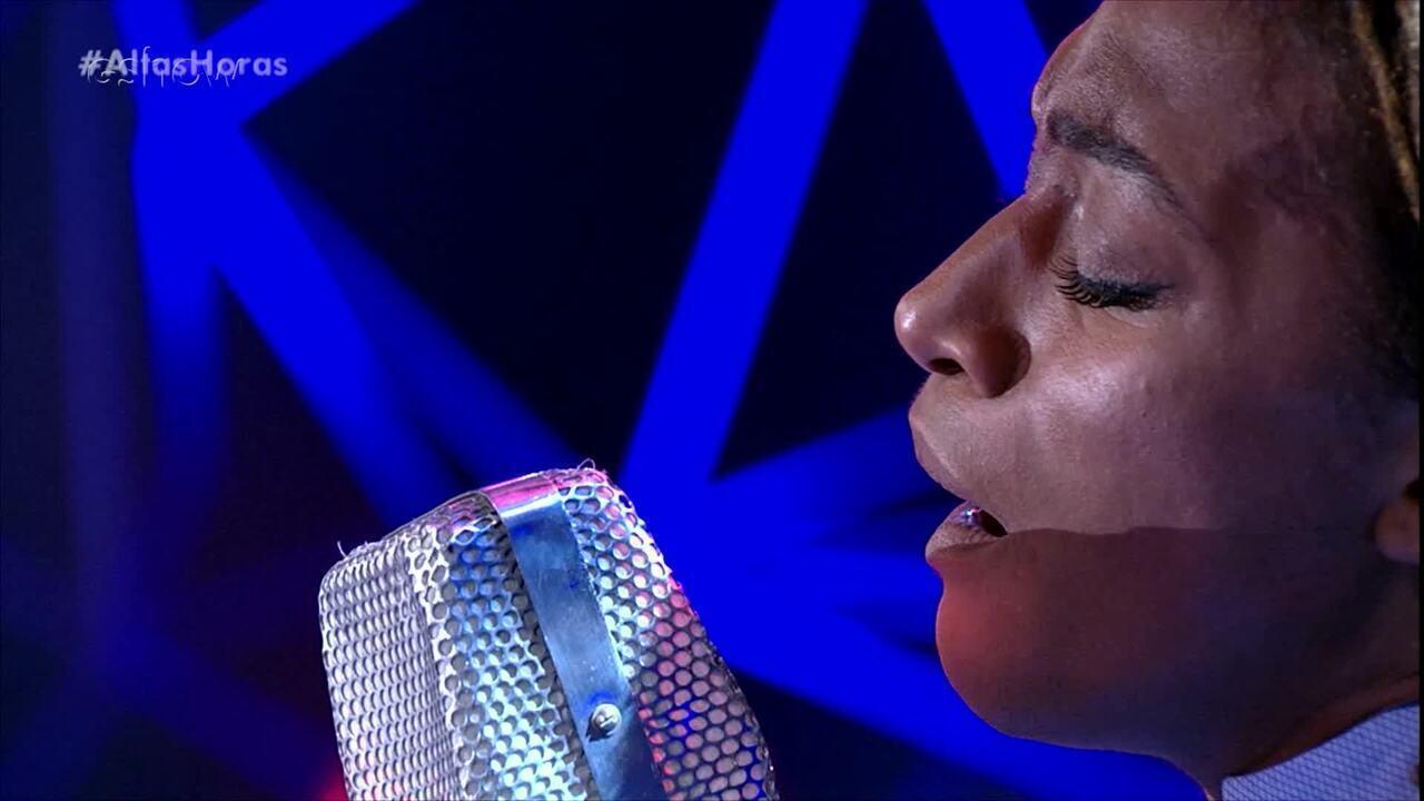 Com exclusividade para a web uma apresentação da cantora britânica Ala.ni