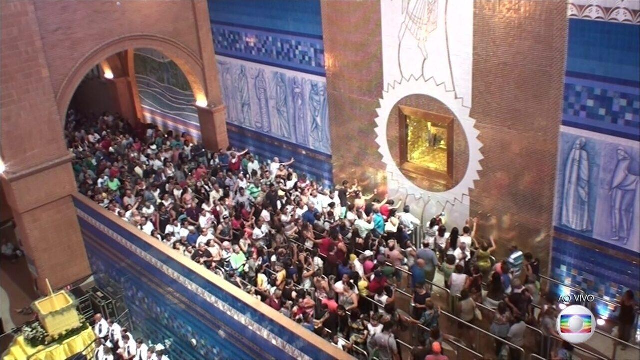 Milhares de fiéis participam das comemorações do Dia de Nossa Senhora Aparecida