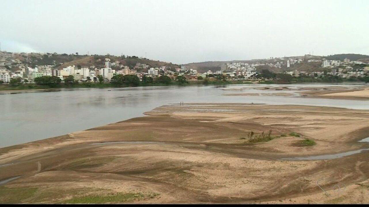 Nível do Rio Doce, no ES, faz Colatina decretar estado de emergência