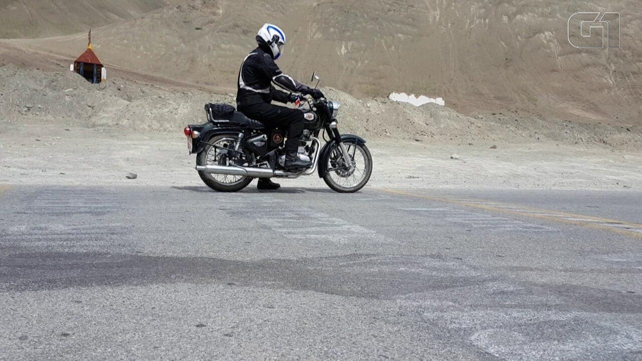 Conheça a estrada na Índia onde os automóveis 'andam sozinhos'