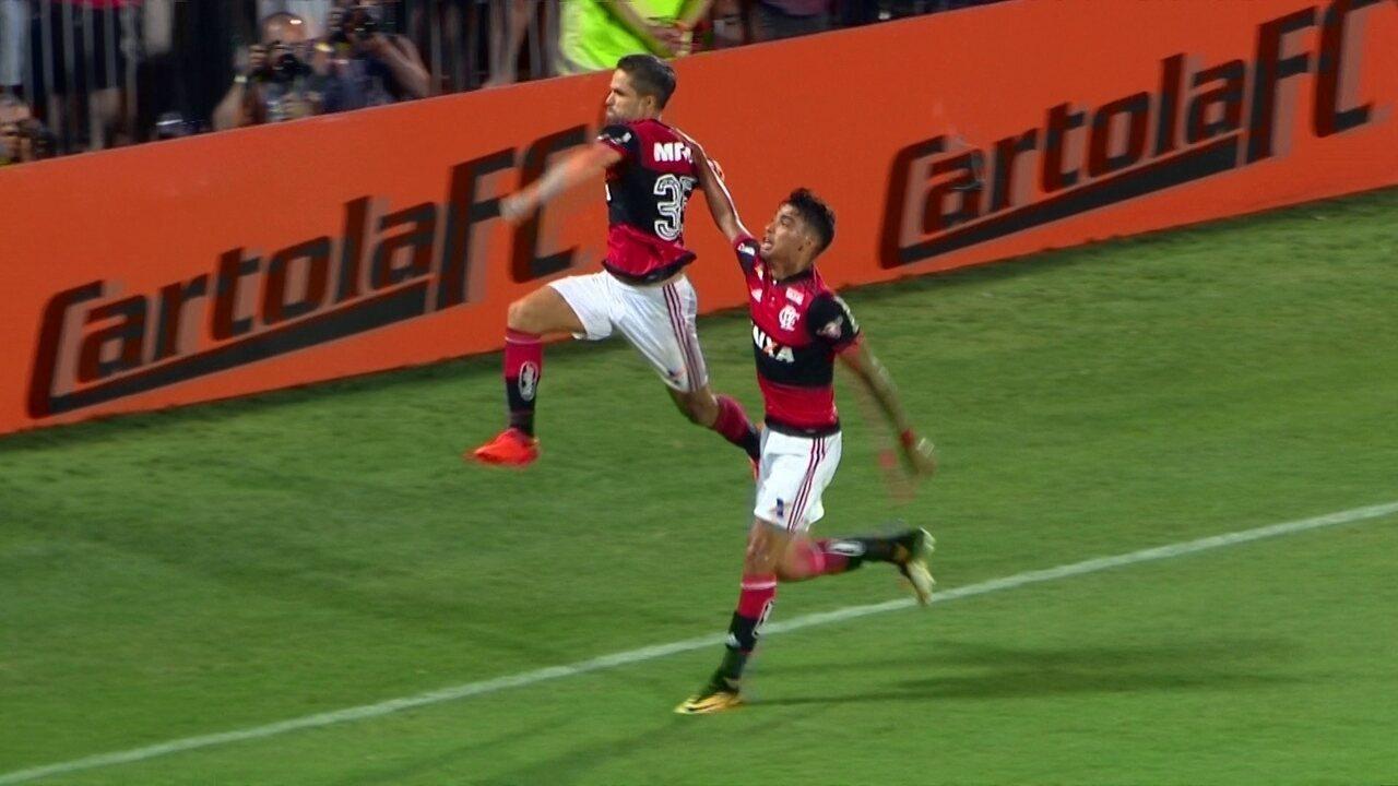 Gol do Flamengo! Diego cobra pênalti, e desempata o jogo. aos 39' do 2º tempo