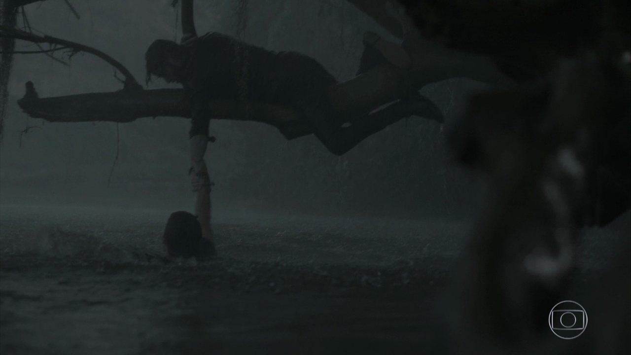 Zeca é levado por correnteza de rio e Ruy tenta salvá-lo