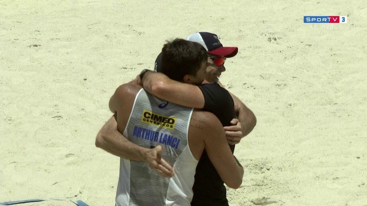 Pontos finais de Hevaldo/Arthur 2 x 0 Vitor Felipe/Guto pelo Brasileiro de vôlei de praia