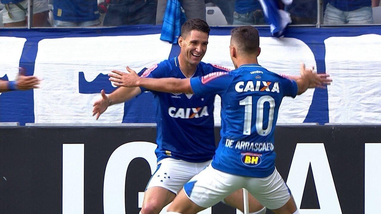 Gol do Cruzeiro! Rafinha ajeita para Thiago Neves marcar aos 30 do 1º Tempo