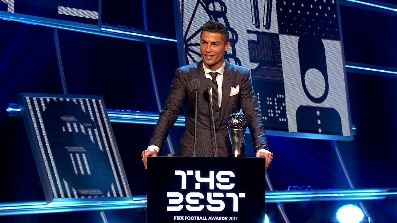 Cristiano Ronaldo é eleito o melhor jogador do mundo na temporada