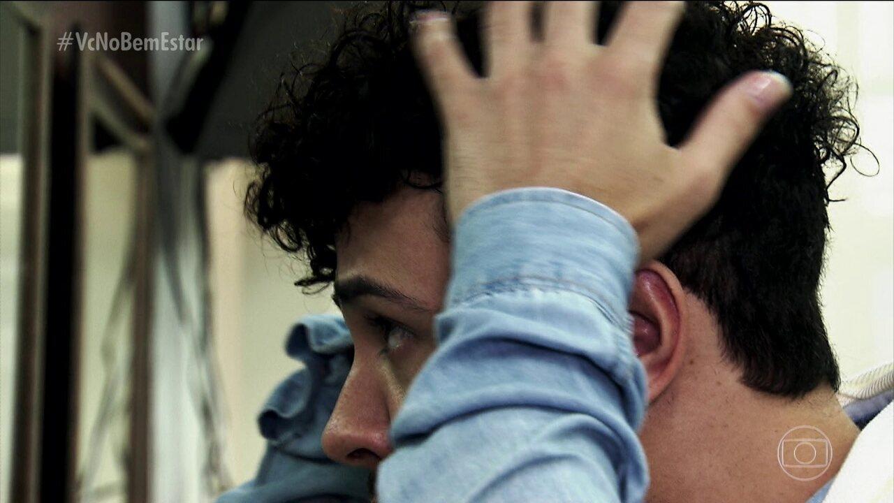 Prótese capilar para homens pode ser uma alternativa mais barata do que implante de cabelo