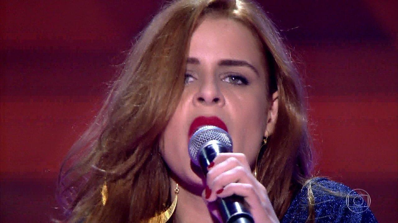 Mariana Volker canta