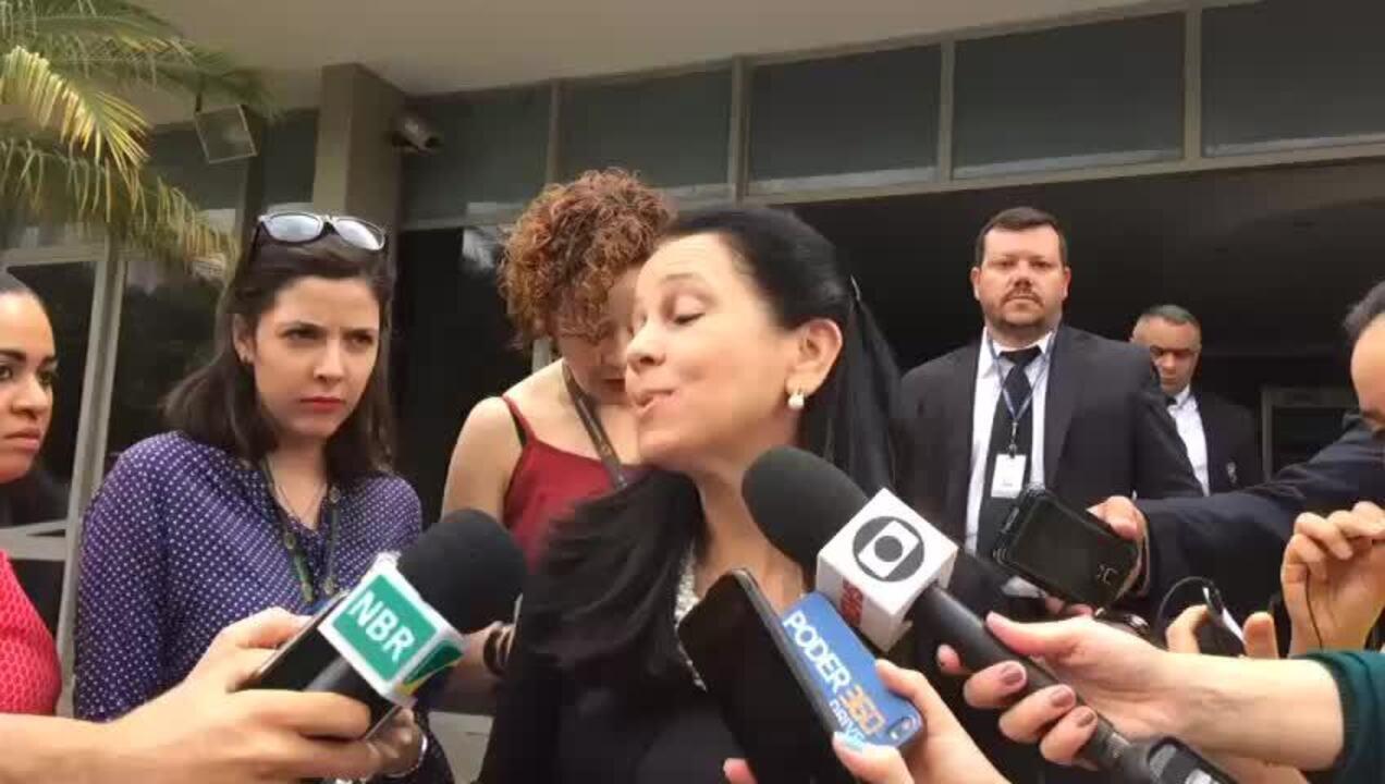 Advogada geral da União, Grace Mendonça, comunica decisão que mantém o leilão
