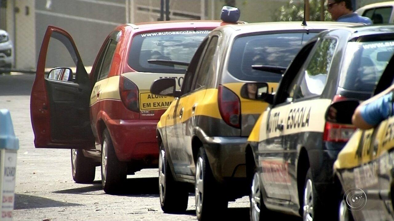Reprovados no exame de CNH protestam contra 'polêmica' do freio de mão