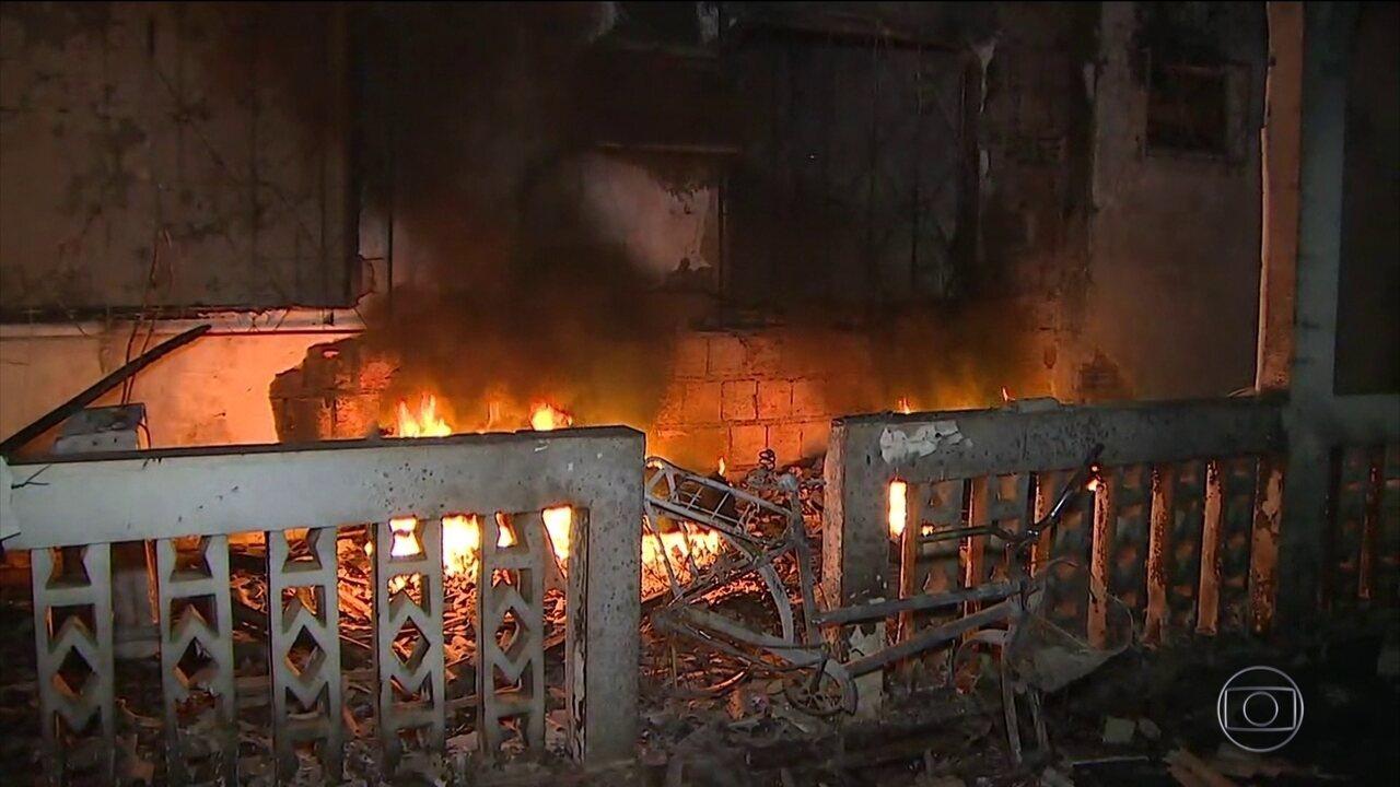 Imagens registram destruição de prédios e carros do Ibama incendiados no AM