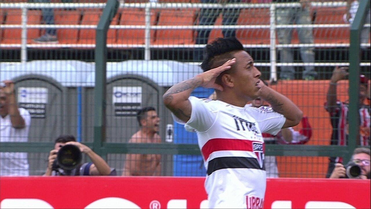Gol do São Paulo! Cueva toca na saída de Vanderlei, aos 21 dos 1º tempo