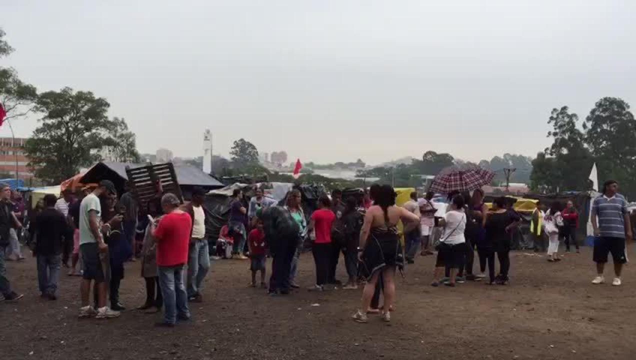 Palco é montado em terreno ocupado pelo MTST para show de Caetano Veloso no ABC