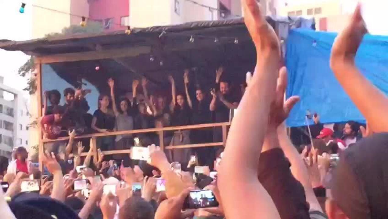 Caetano Veloso participa de ato em ocupação do MTST em São Bernardo do Campo