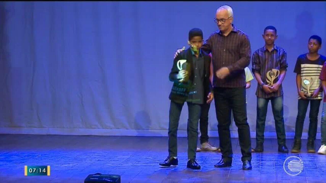 Escolinha do Fla e melhores jogadores do Piauiense Sub-11 são premiados em solenidade
