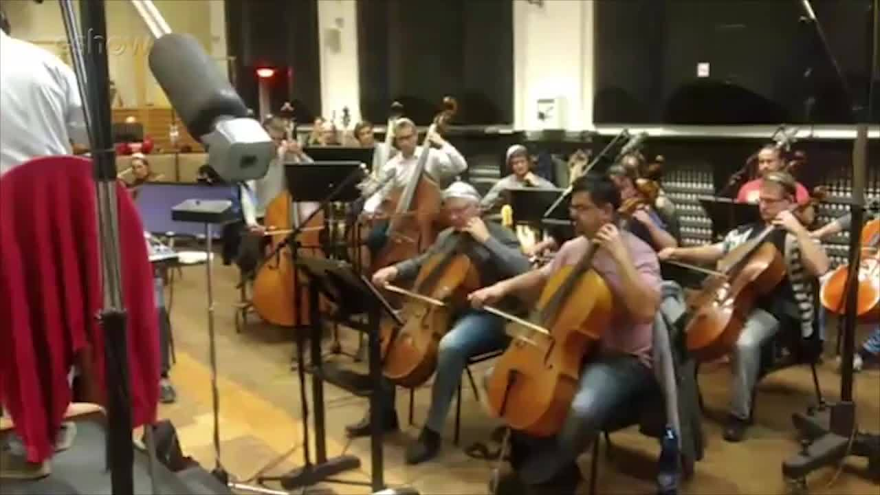 Veja como foi a gravação da trilha sonora de 'Deus Salve o Rei' em Praga