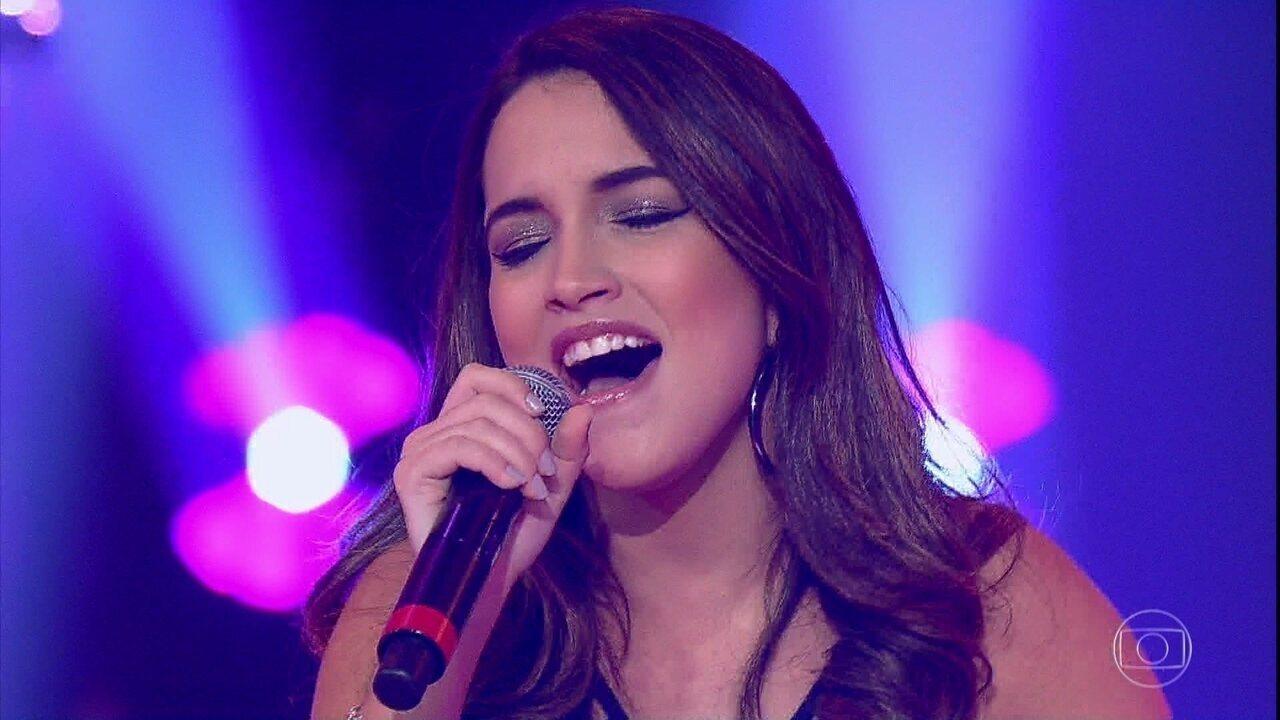 Letícia Bastos cantou o sucesso de Luan Santana, 'Eu, Você, O Mar e Ela'