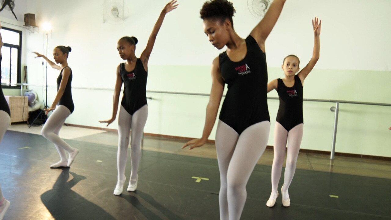 Conheça o projeto social Dança Vida, da Etudes, que promove aulas gratuitas de balé e jazz