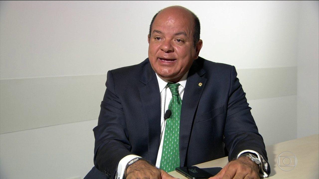 Deputado leva parentes de preso a audiência com ministro, revela jornal
