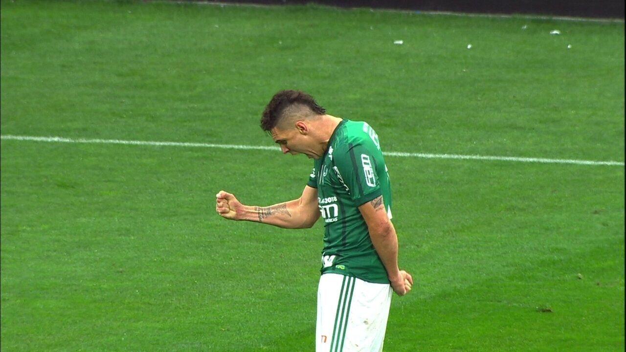 Gol do Palmeiras! Zaga afasta para trás e Moisés chuta no angulo aos 22' do 2º