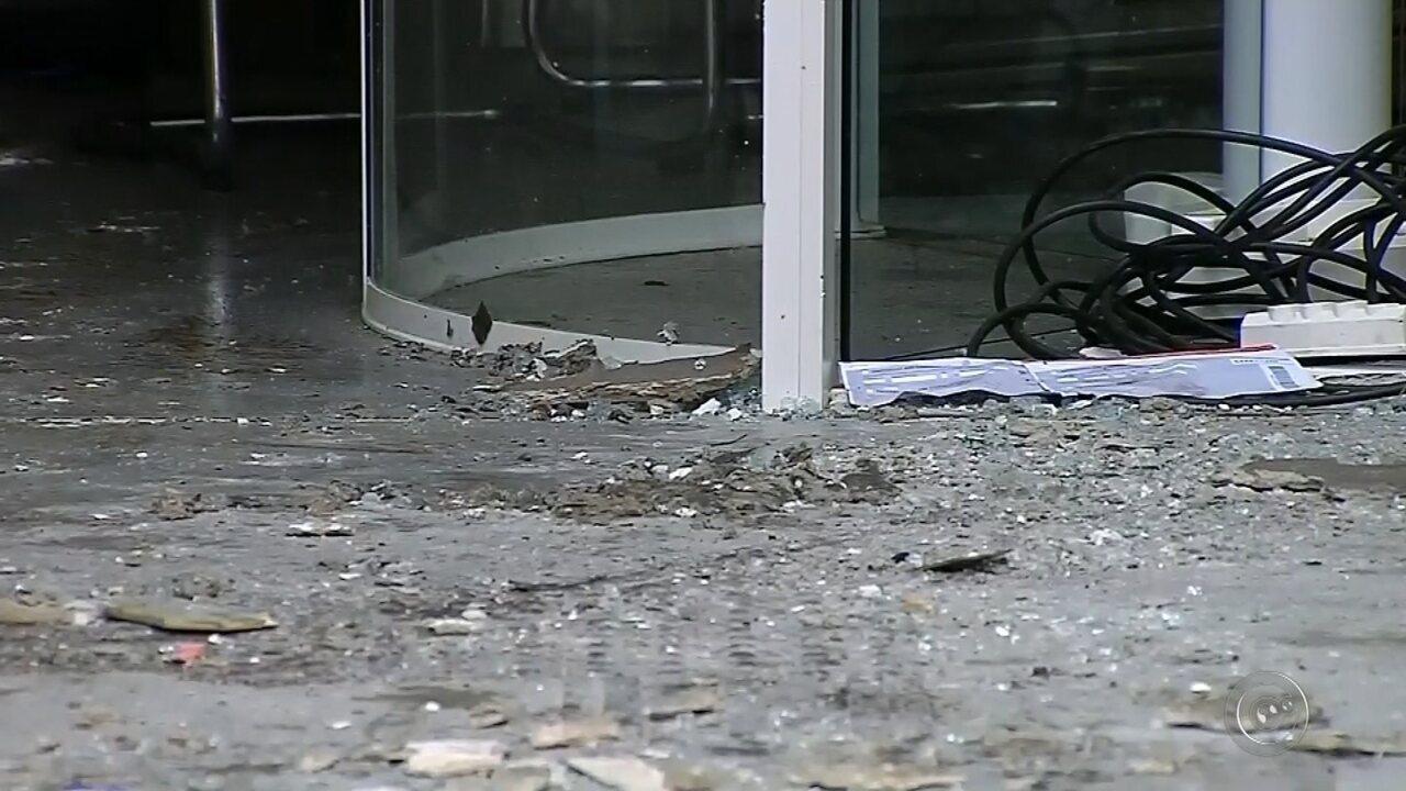 Assaltantes explodem agências bancárias e atiram contra base da PM em Pardinho