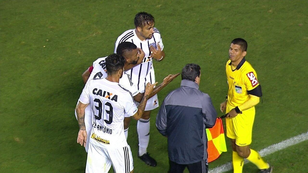 A EXPULSÃO: Guilherme Lazaroni leva o segundo amarelo
