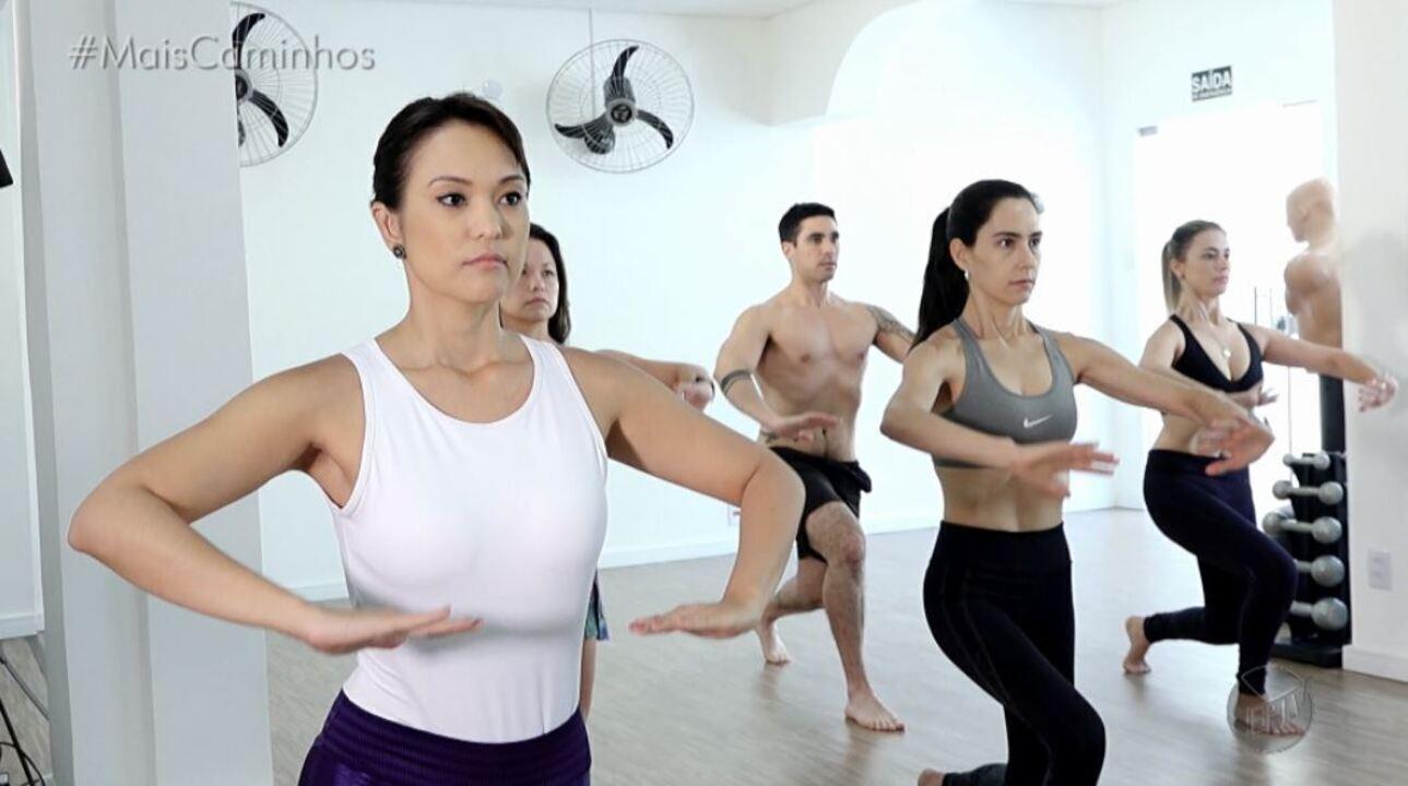 Cris Ikeda mostra exercícios que ajudam a perder medidas