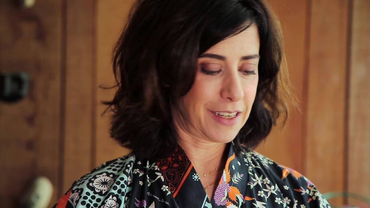 Fernanda Torres fala de seu novo livro: A Glória e seu cortejo de horrores!