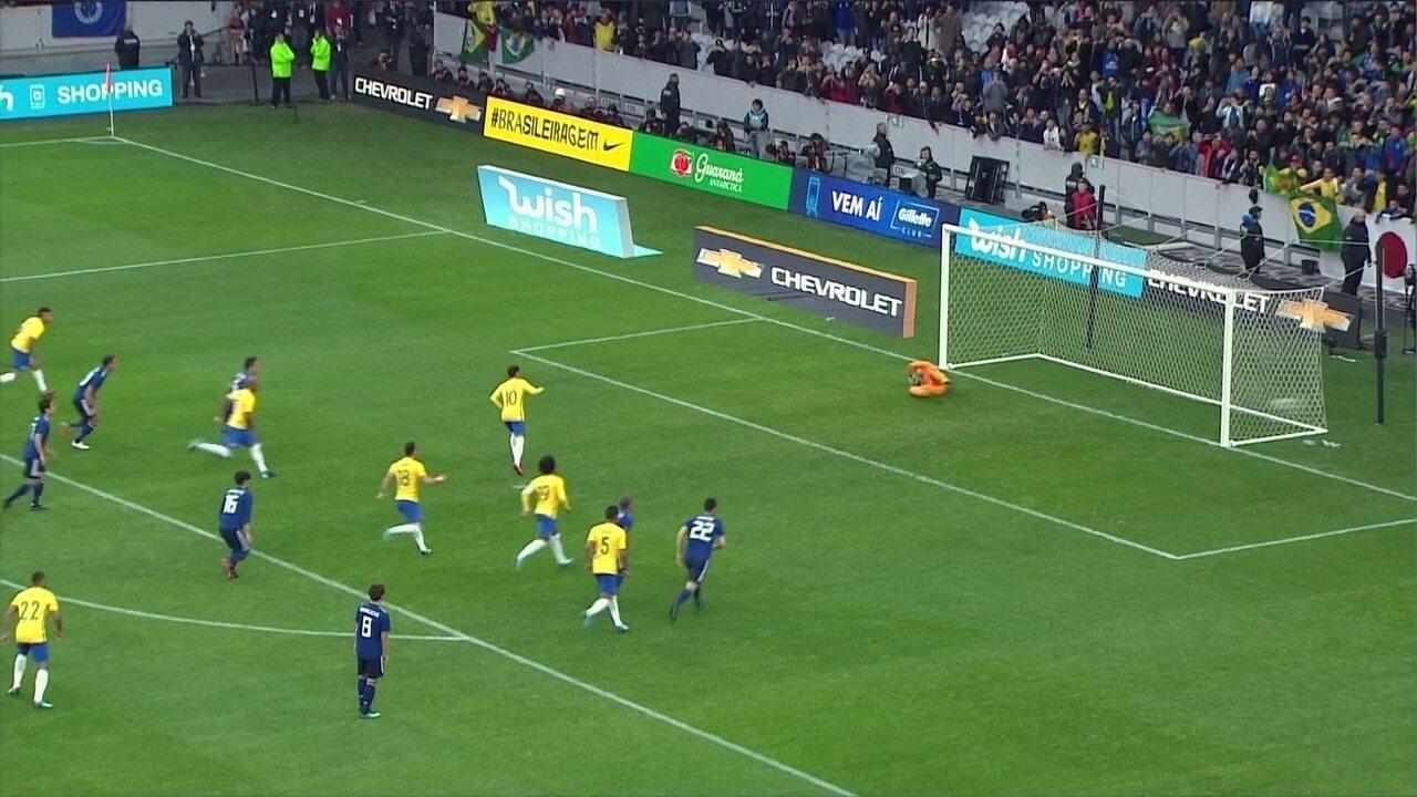 Gol do Brasil! Neymar bate com estilo deslocando o goleiro do Japão, aos 9' do 1º tempo