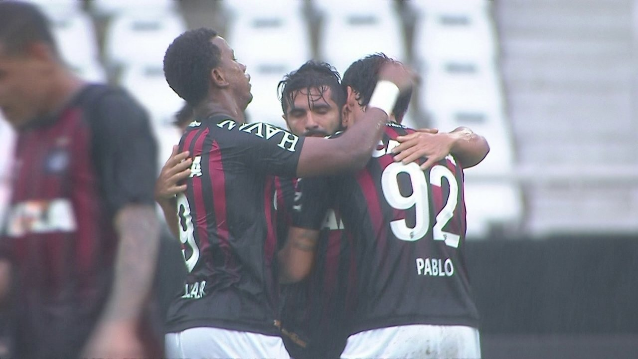 5b576d3687 O gol de Botafogo 0 x 1 Atlético-PR pela 34ª rodada do Brasileirão 2017
