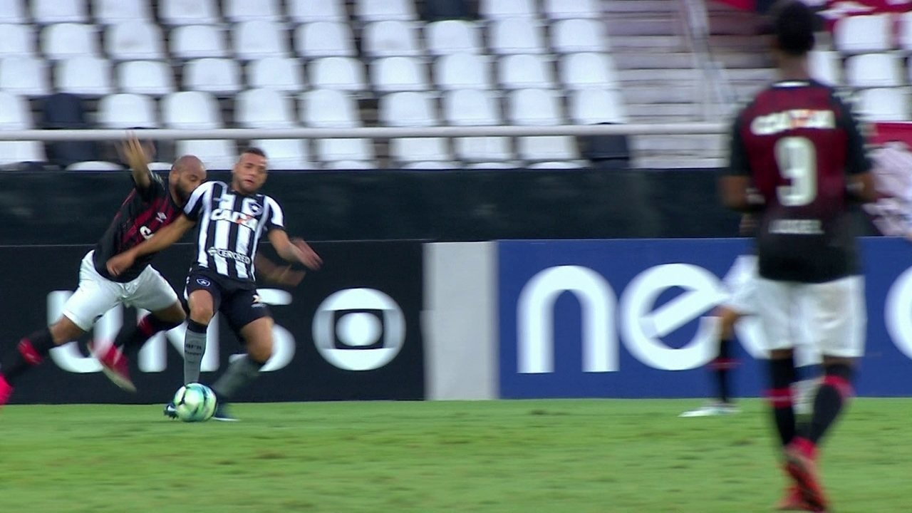 Melhores momentos: Botafogo 0 x 1 Atlético-PR pela 34ª rodada do Brasileirão 2017
