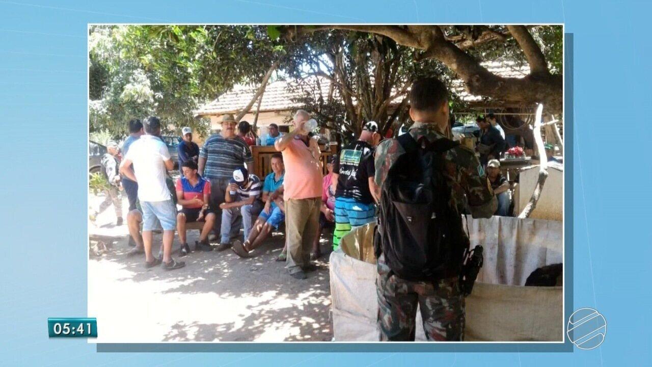 Polícia fecha de novo rinha de galos, apreende 48 animais e 38 pessoas são detidas em MS
