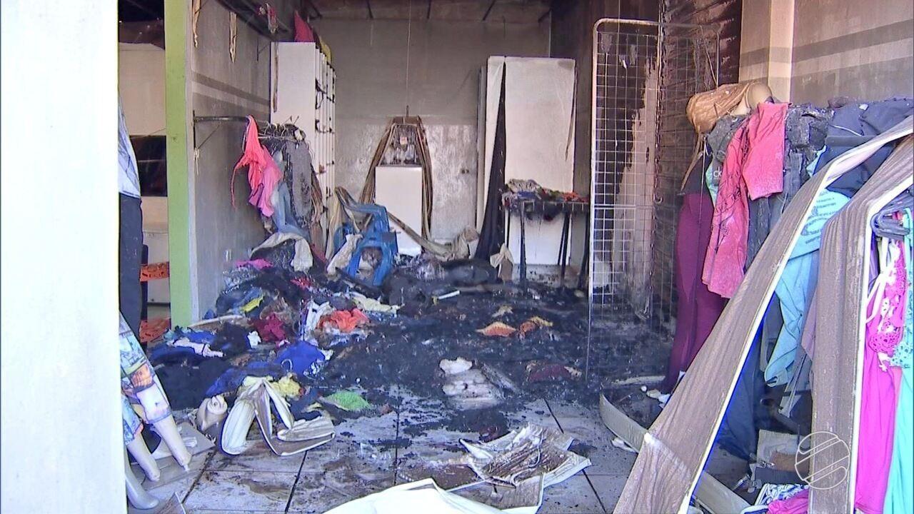 Incêndio atinge loja de roupas e padaria no bairro Nova Jerusalém, em Campo Grande