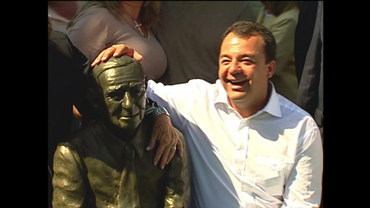 Manifestação comemora um ano de prisão de Cabral