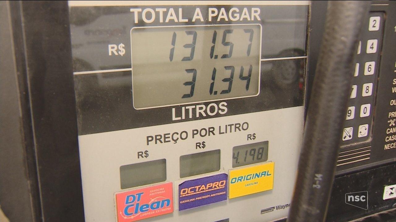Preço da gasolina será reajustado nas refinarias a partir de amanhã