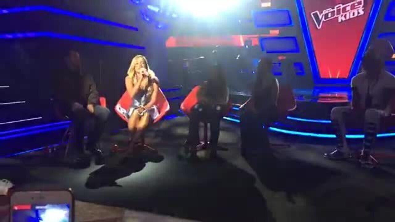 Claudia Leitte canta versão acústica de 'Bola de Sãbão'