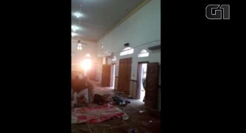 Veja imagens da mesquita após o ataque