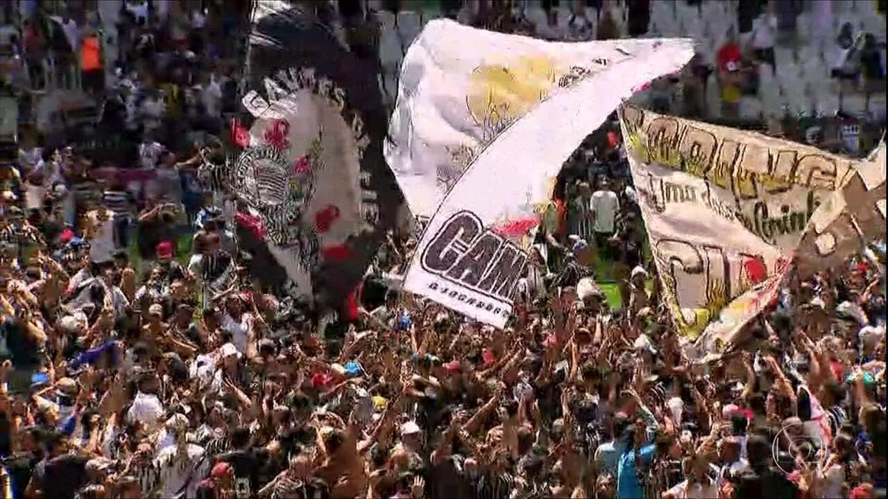 Pablo não joga mais pelo Corinthians e torcida invade gramado durante treino na Arena