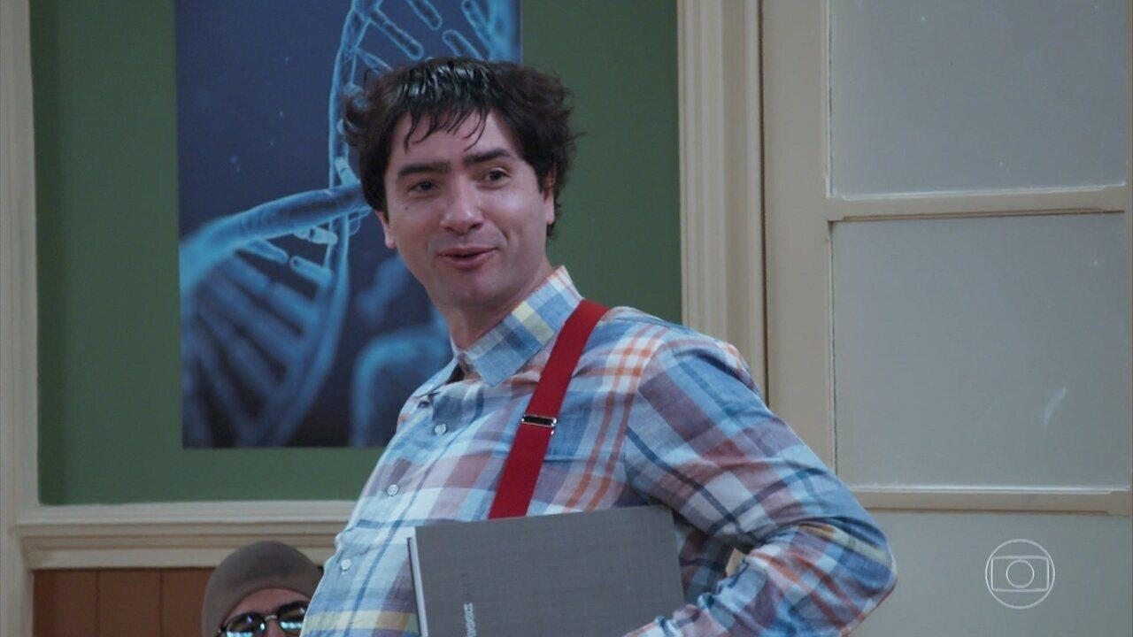 Professor Raimundo recebe seu novo aluno: 'Nerso da Capitinga'