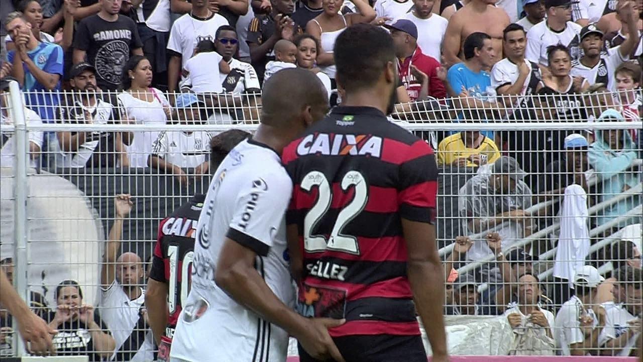 Expulso! Rodrigo recebe cartão vermelho após apalpar adversário aos 19 do 1º tempo