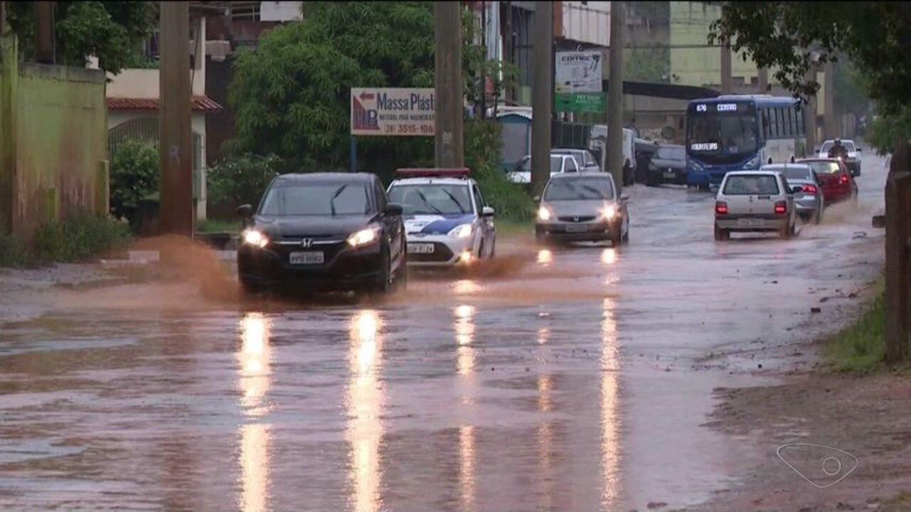Chuva prococa estragos em bairros de Cachoeiro, ES