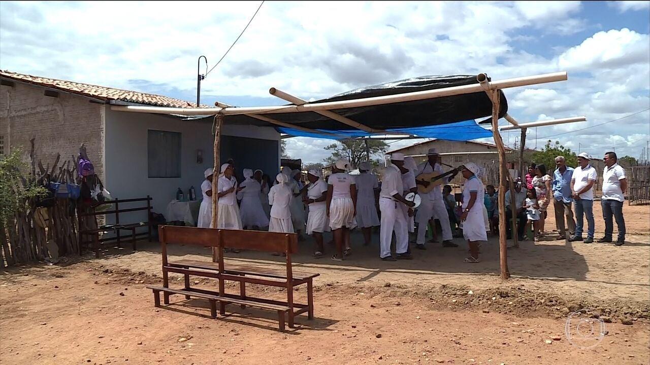 Celebração tradicional vira súplica para que a chuva venha logo no sertão de Pernambuco