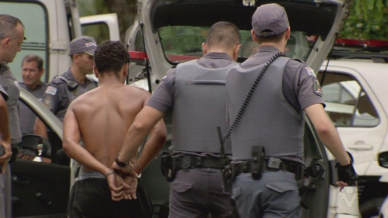 Assaltante é morto em troca de tiros com a polícia ao tentar roubar loja de games